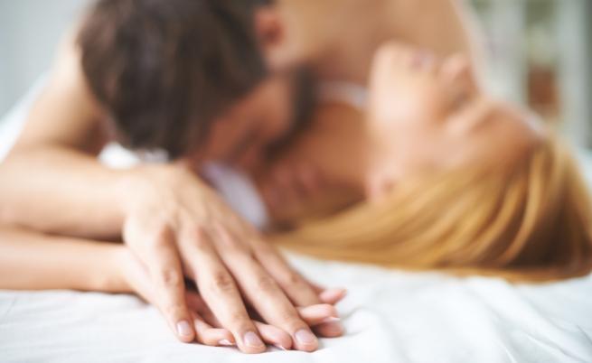 Скорпион и Телец. <div>И двете зодии имат достатъчно възможности и страст за да си доставят удоволствие в леглото. Но разликите в техните индивидуалности трябва да се изгладят, ако те трябва да продължат да се харесват и на сутринта. Скорпионът се дразни от мързела и е обикновено припрян. Телецът е муден и обича да харчи пари само за сериозни неща. И двамата са горди, упорити и искат да доминират. Силното им сексуално привличане показва, че една афера е възможна, но изгледите за щастлив брак са колебливи.</div>