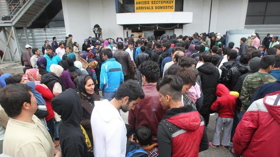 Стотици емигранти нахлуха в Македония, трима загинаха