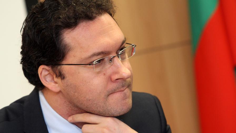 Митов: Не сме се ангажирали за международни отбранителни схеми
