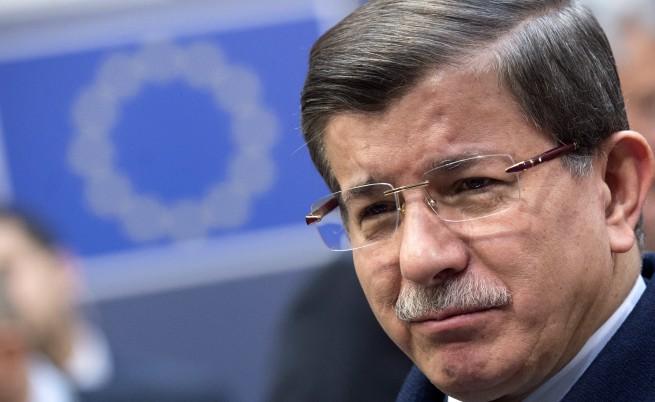 Давутоглу: Турция е в средата на огнен пръстен