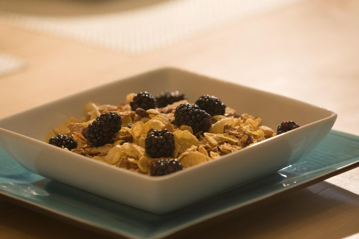 Зърнена закуска - най-добрата комбинация е с кисело мляко и пресни плодове.