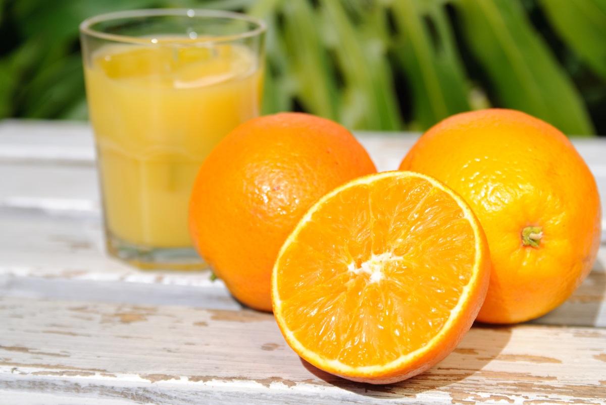 Портокалов сок - прясно изцеденият сок от портокал е класически старт на деня. Сокът обаче не трябва да замести изцяло приема на цели плодове през деня.