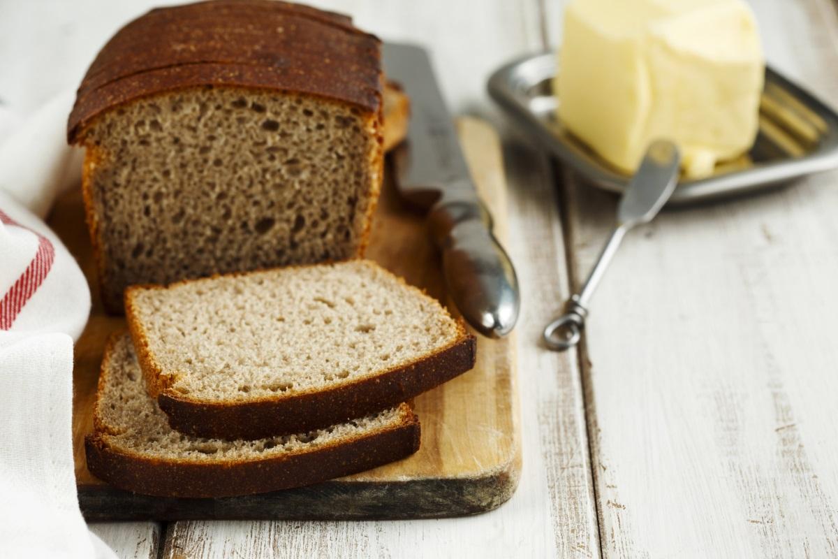 Пълнозърнест хляб - има значение какъв е източникът на въглехидратите, които приемате. Пълнозърнестият хляб, без значение дали е препечен или не, съдържа повече фибри и полезни хранителни вещества, отколкото в неговия заместник - белият хляб.