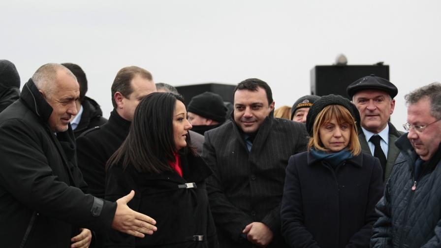 Фандъкова е най-одобряваният политик. На предната линия са останалите двама - премиерът и Лиляна Павлова.
