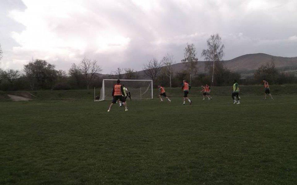 Ботев Ихтиман стартира с 18 футболисти