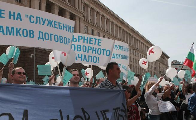 Над 1500 лекари на протест в София, Москов продължава реформата