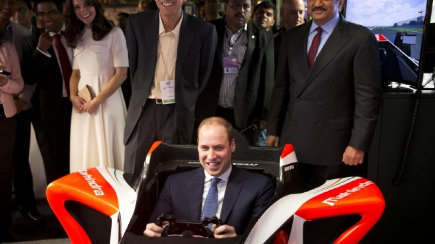 Принц Уилям кара състезателна кола в Индия