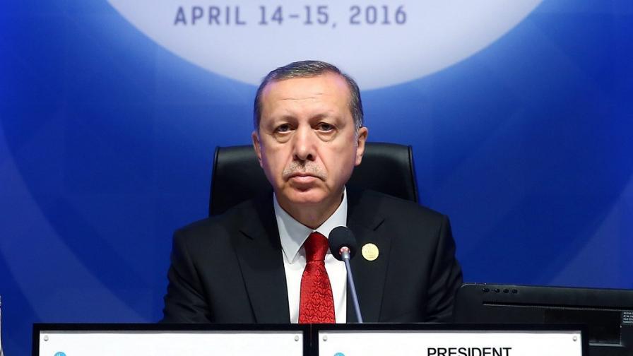 Ердоган застана начело, няма да маха извънредното положение