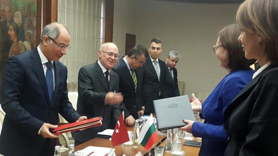 България ще връща мигранти в Турция от юни