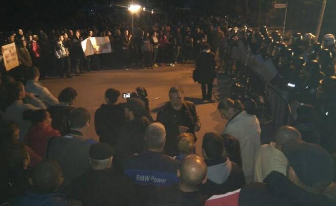 Раднево на бунт: хиляди се събраха пред ромската махала