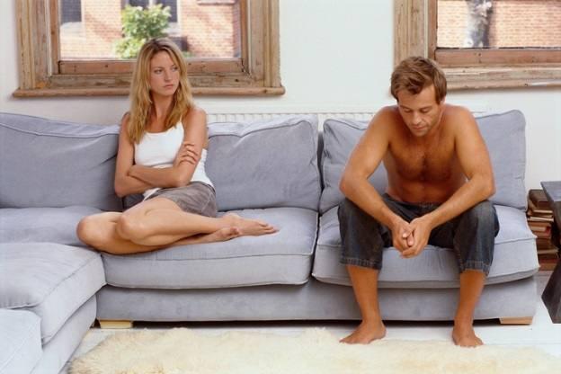 <p>Отказвате интимност</p>  <p>Интимността &ndash; както физическа, така и емоционална, е основната част на всяка връзка. Не отблъсквайте мъж, който иска да ви прегърне, не манипулирайте чрез секс и не играйте игрички.</p>  <p>И ако ви боли главата, правете секс. Ще ви мине.</p>