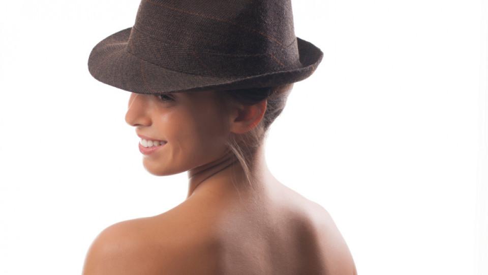 Как да съчетаем шапката и косата