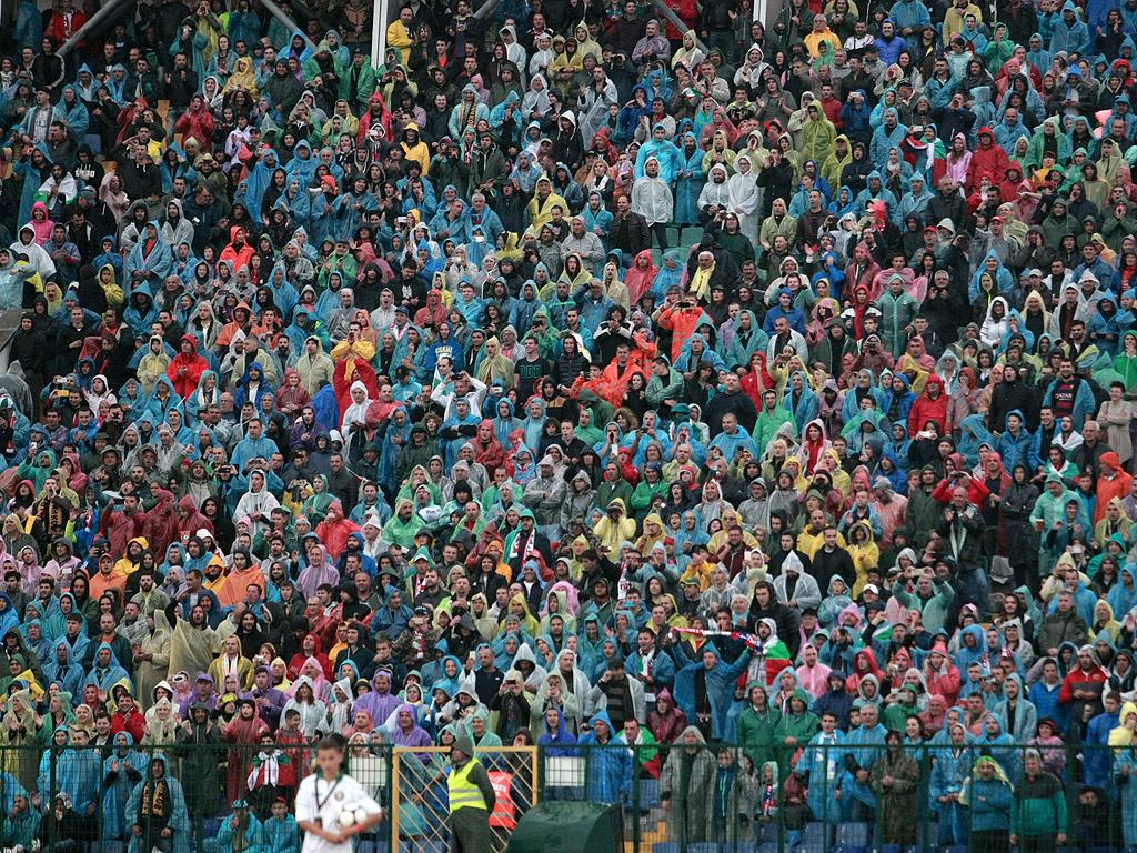 Над 40 000 души по трибуните и близо 50 футболни величия уважиха празника на Камата.