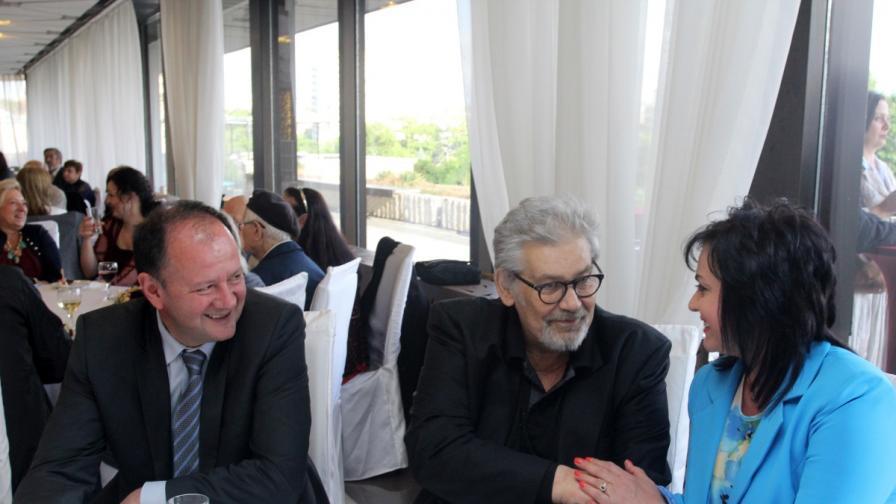 Бившият вече лидер на БСП с наследника си Корнелия Нинова и новият зам.-председател