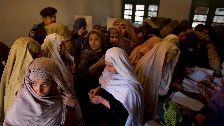 Ислямски съвет: Пакистанците могат леко да бият жените си