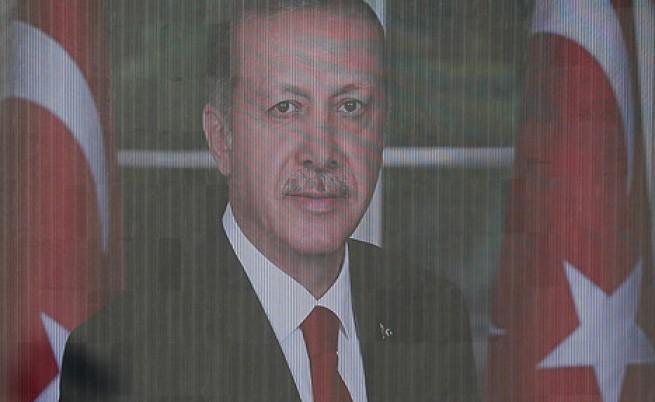 Анализатор: Преврат срещу Ердоган е неизбежен