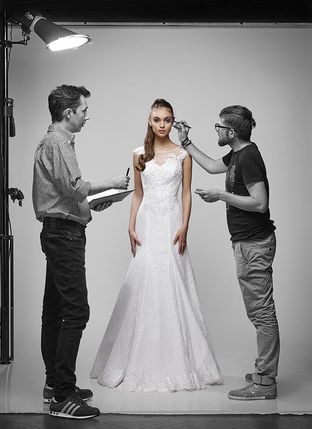 """В сезона на сватбите, две свежи и много актуални лица - моделите и сестри Куини-Алис и Никол Николови красят новия брой на сп. """"Булка"""" и ни показват кои са актуалните за сезона тенденции."""