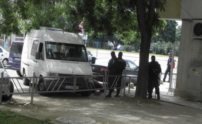 Полицаите и Мартин Дебелия изнудвали жени със секс и пари