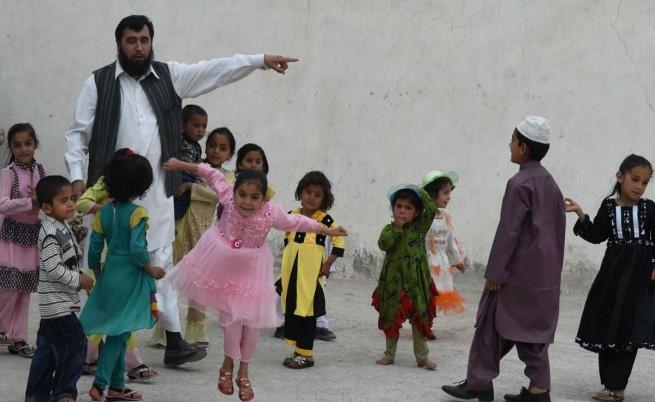 Сардар Ян Мохамед Килджи с част от децата си