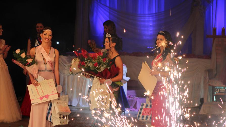 Вижте новата българска Царица Роза (снимки и видео)
