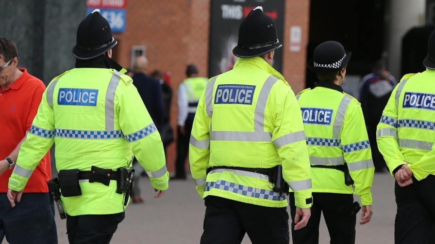 Въоръжен мъж е взел заложници в Лондон