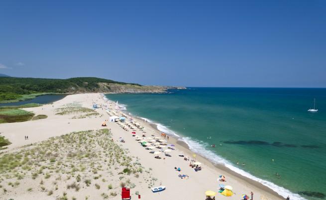 Защо в България плажовете са празни, а в Гърция, пълни