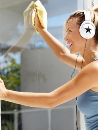 Прозорците. Всеки сезон миенето на прозорци е задължително и част от цялостното почистване.