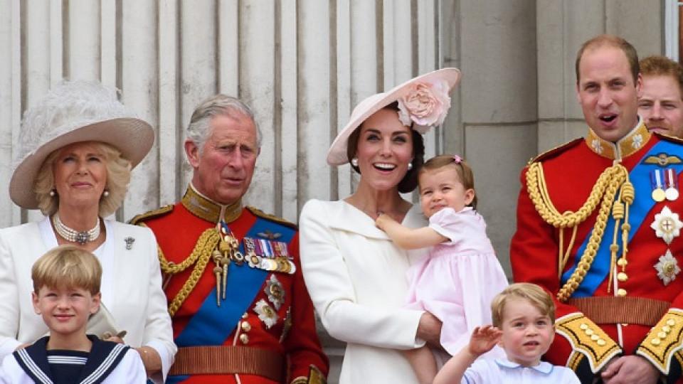Принцеса Шарлот открадна звездния миг на кралица Елизабет II