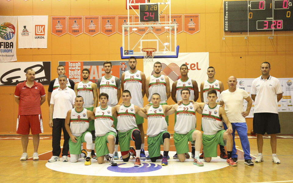 Младежите с второ поражение на Европейското по баскет