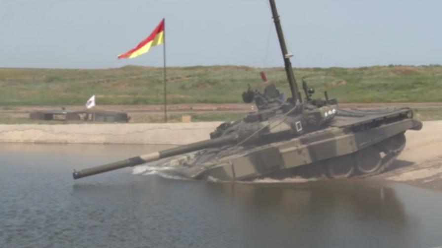 Руските танкове и БТР-и амфибии (видео)