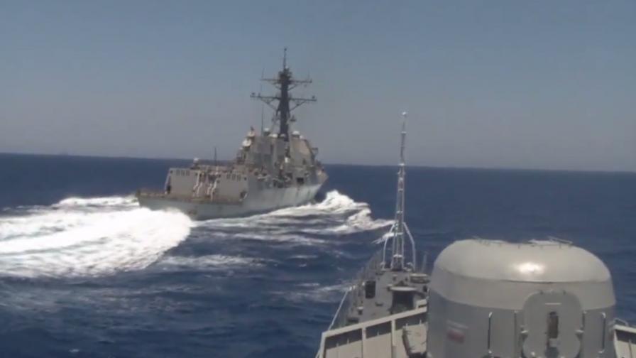 Американски разрушител изплаши руска фрегата
