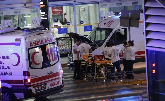 "Експлозии, убити и стрелба на летище ""Ататюрк"" в Истанбул"