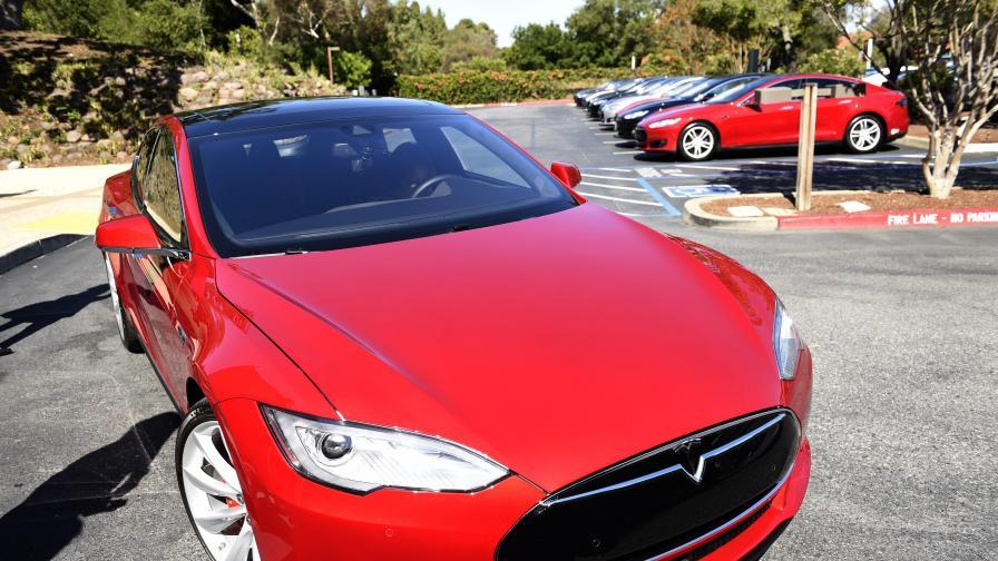 Автопилотът на Tesla избягва катастрофи с нов софтуер