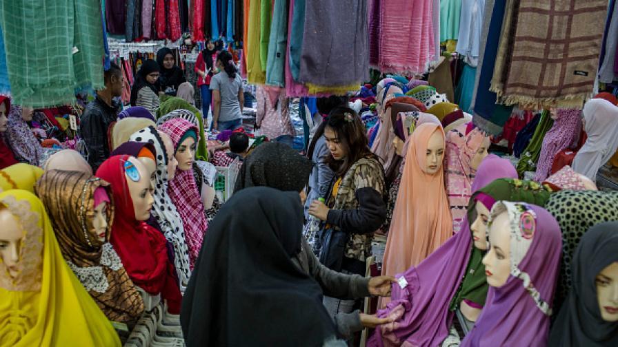 ОАЕ: Не ходете с традиционни одежди в чужбина
