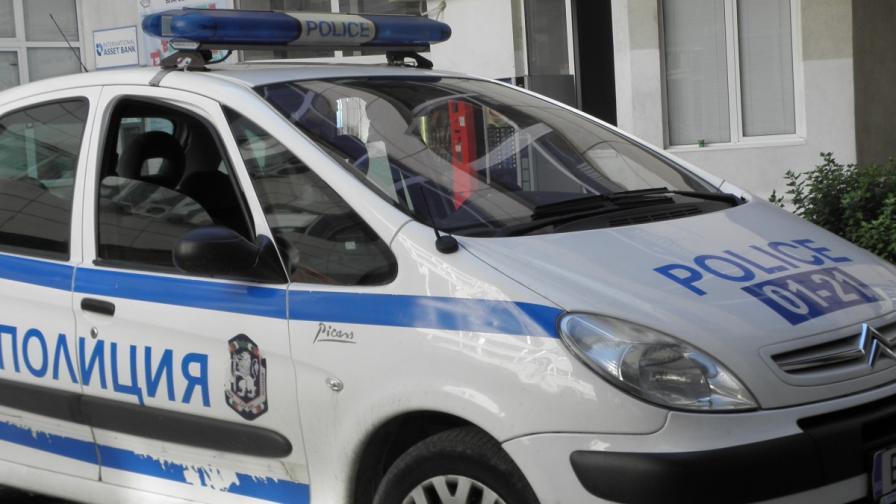 Мъж изпочупи огледалата на 15 коли