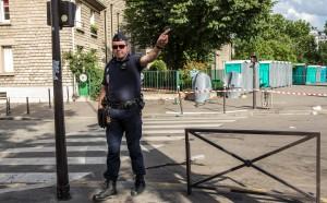 Контролиран взрив до хотела на френските национали