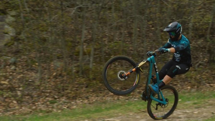 Покорете скалите с велосипедиста Ричи Руд