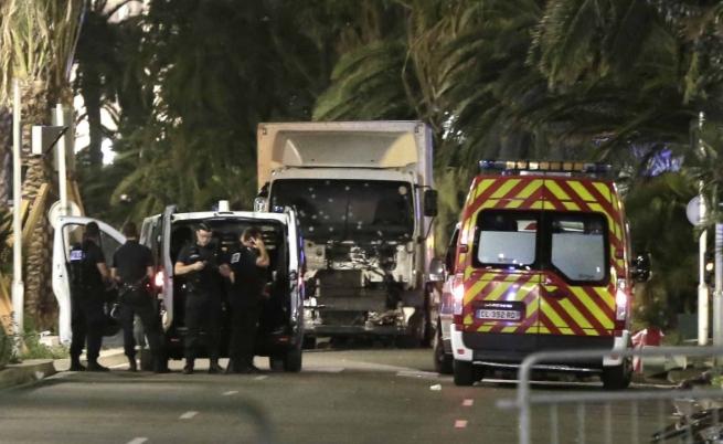 Нападение в Ница, десетки души са загинали