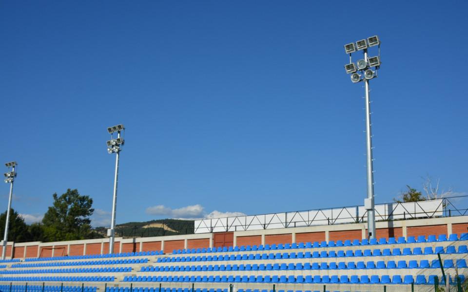 Стадионът в Симитли вече и с осветление