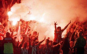 Хиляди фенове на Звезда щурмуват Ливърпул, въпреки забрана от УЕФА