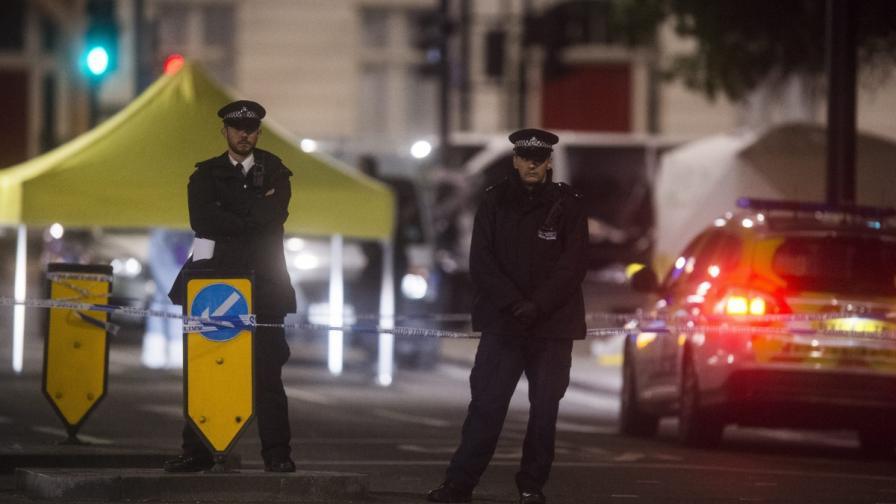 Мъж убива с нож в центъра на Лондон, жертва и ранени