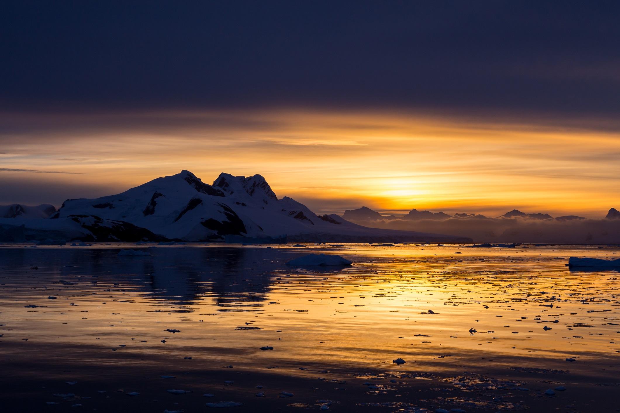 Невероятни картини от ледения континент Антарктида