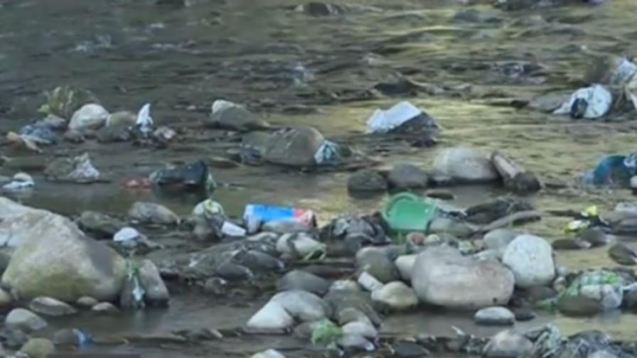 Отпадни води се вливат в Искър. РИОСВ: Няма опасност