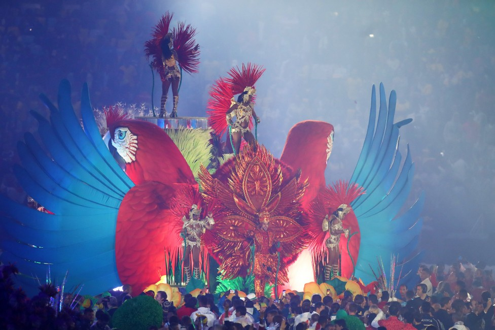 """- Колоритната церемония по закриването на XXXI-те Летни олимпийски игри на стадион """"Маракана"""" в Рио де Жанейро."""