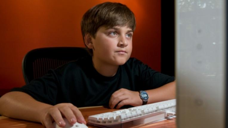 момче интернет