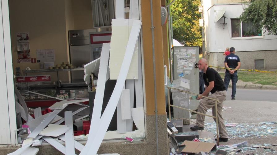 Взривиха банкомат в Русе (снимки)