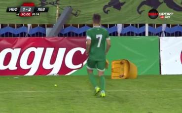Феновете на Нефтохимик буйстват след втория гол на Левски