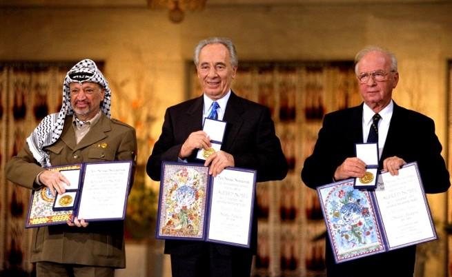 Ясер Арафат, Шимон Перес и Ицхак Рабин с Нобеловата награда за мир