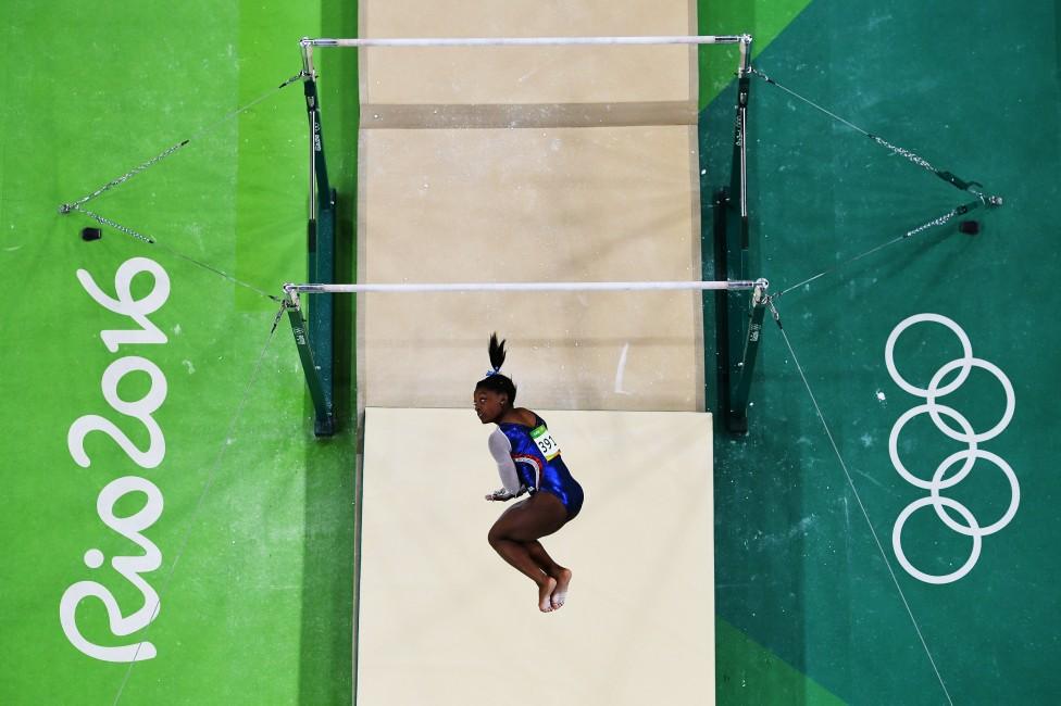 - Състезателката по спортна гимнастика Симон Бейлс, за която хакери твърдят, че взема допинг, се представи отлично на Олимпийските игри в Рио, където...