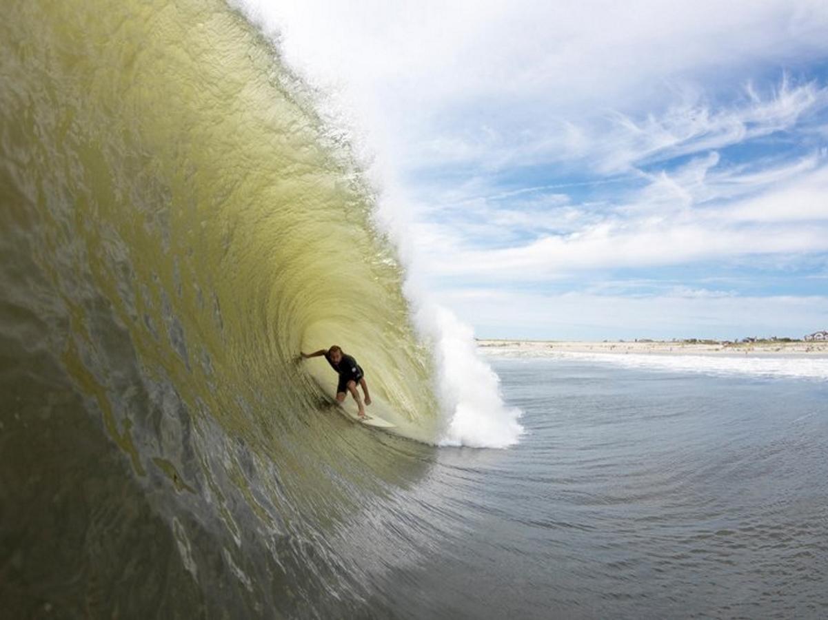 """Вълните, които предизвика ураганът """"Хермина"""""""